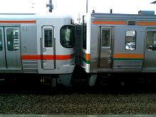 島田駅の313系と211系東海道本線