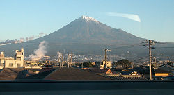 新幹線の車窓(新富士駅付近)から見える富士山 2008.11.21 07:00頃