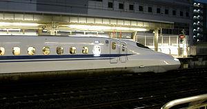 静岡駅に停車中のN700系新幹線