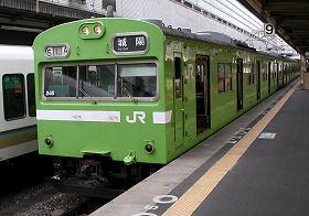 奈良線の103系 京都駅9番ホーム