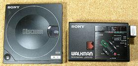 左:Discman D-100 右:WALKMAN WM-D3