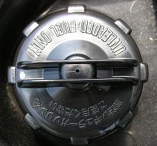 交換後の燃料キャップ