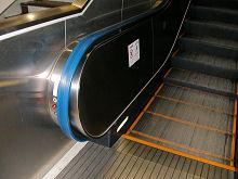 JR 掛川駅 新幹線 のエスカレータの手すり 降り