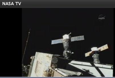 国際宇宙ステーションにドッキングするソユーズ (画像はNASA TVから引用)