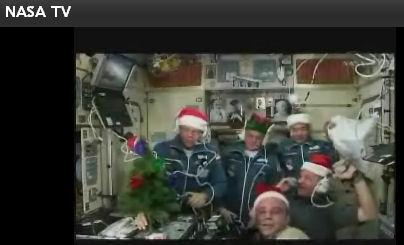 国際宇宙ステーション内のセレモニー (画像はNASA TVから引用)