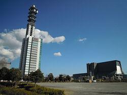 左の高いビルがドコモ静岡ビル