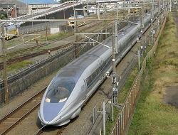 東静岡付近を通過する500系新幹線