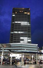JR静岡駅北口から見る葵タワー (2010.04.01)
