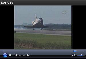 ケネディ・スペースセンターに帰還するディスカバリー NASA/TV から画像引用
