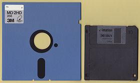 左:5.25インチフロッピーディスク 右:3.5インチフロッピーディスク
