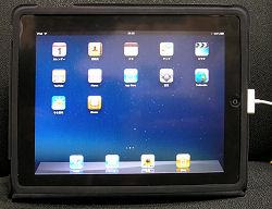 iPad Case を取り付けた iPad