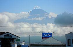 富士市から望む富士山 2010.08.03 8時頃