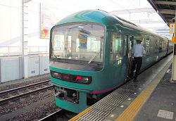 JR静岡駅1番ホームに停車中の「やまなみ」