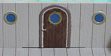 後部砲列甲板&倉庫のドアと窓の部分