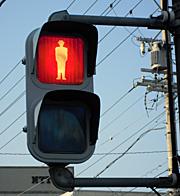 何も表示のない歩行者用信号機