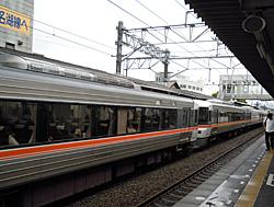 JR掛川駅で停車待機中のホームライナー静岡4号 2010.08.22 07:35