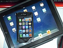 iPad(下)とiPhone4