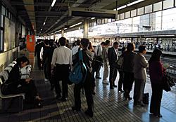 JR静岡駅6番 新幹線下りホーム 2011.10.26 07:08
