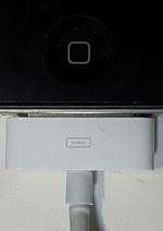iPhone4とコネクタ USB ケーブルの接点