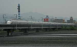 安倍川を渡る300系新幹線