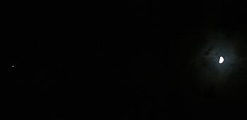上弦の月 (52% of full)と木星 2012.01.01 20:13 静岡市葵区
