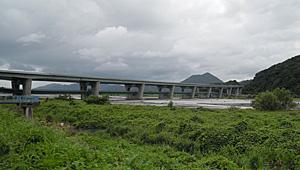 建設中の新東名高速道路 静岡市葵区 安倍川付近