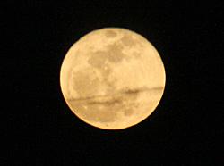 満月 2012.04.07 19:28 静岡市葵区 東の空
