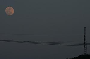 満月 2012.05.05 18:22 静岡市葵区 東の空