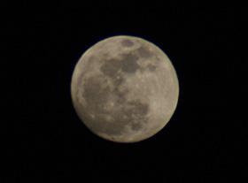 満月 2012.05.05 18:50 静岡市葵区 東の空