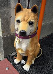リアルな犬の置物