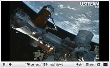 国際宇宙ステーションにドッキングしたこうのとり3号機 2012.07.29 NASA TVから画像引用