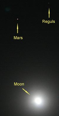 月と火星とレグルス 2012.04.04 19:41 静岡市葵区 東南の空