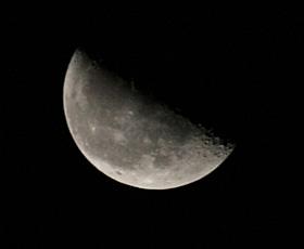 下弦の月 2012.09.09 0:13 静岡市葵区 東の空