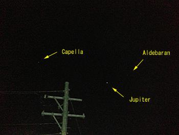 木星とカペラとアルデバラン 2012.10.23 21:36 静岡市葵区平野部 東の空