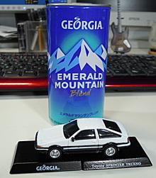 エメラルド マウンテン ブレンドのコーヒー缶を模した缶とスプリンター トレノのミニチュアカー