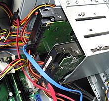 新しいHDDをSATA0、既存のHDDをSTAT2につなぎ直したところ