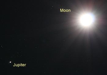 月齢11の月と木星 2012.12.25 20:07 静岡市葵区平野部