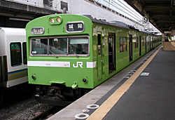 JR西日本の奈良線の103系電車 JR京都駅