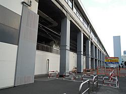 鉄板で補強された柱 JR静岡駅