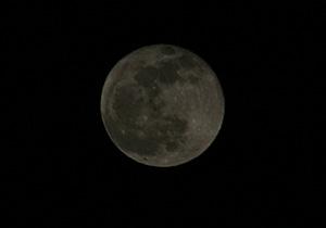 十五夜の月 2013.04.26 20:35 静岡市葵区平野部 東の空