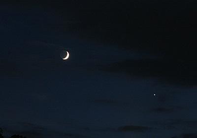 月齢 3.9の月と金星 2013.09.09 18:46 静岡市葵区平野部 西の空