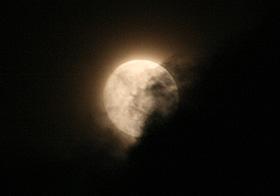 十三夜の月(月齢 12.5) 2013.10.17 20:54 静岡市葵区平野部 南東の空