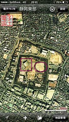 画像左:1974-'78年当時の駿府城公園 四角の枠が県民会館 丸い枠が野球場