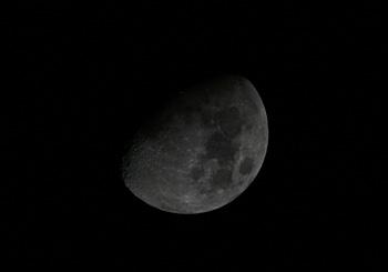 十日夜の月 月齢 9.1 2013.11.12  20:52 静岡市葵区平野部 南西の空