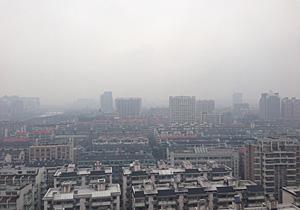 ホテルから杭州市内を望む 2014.03.04 07:32 (中国時間)