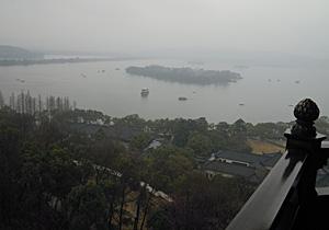 西湖・杭州 真中の島が三譚印月