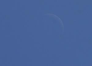 月齢 4.2の月 2014.09.28 12:09 静岡市葵区平野部 南の空