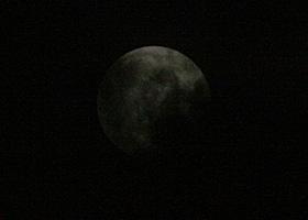 月齢 14.3の月 2014.10.08 22:48 静岡市葵区平野部 南東の空