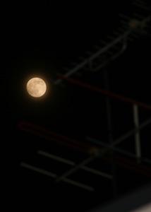 十三夜の月 月齢 14.4 2015.06.01 20:43 静岡市葵区平野部 東南の空
