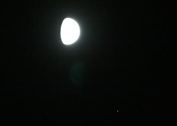 月齢 10.5の月と土星 2015.07.26 20:31 静岡市葵区平野部 南西の空